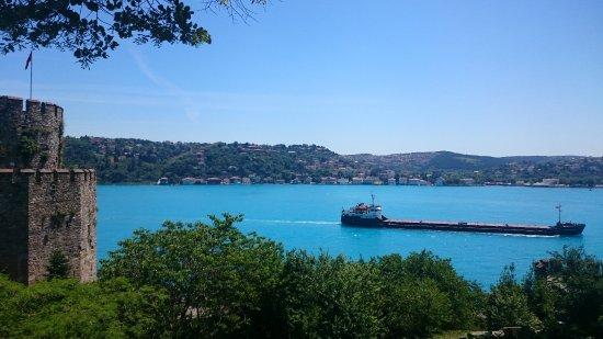 Rumeli Hisarı (Festungsanlage): Looking Down The Bosporus