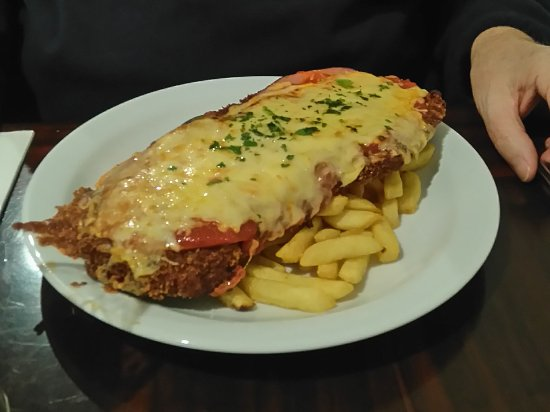 Kyneton, Australia: Big Veal Parma is great value