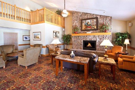 Americ Inn Anamosa Lobby