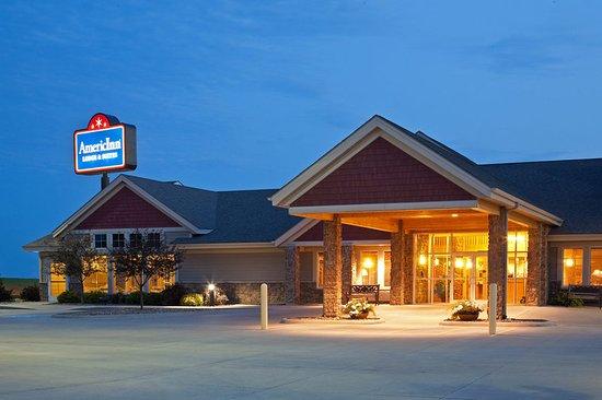 AmericInn Lodge & Suites Anamosa: Americ Inn Anamosa Exterior