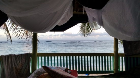 Lalomanu, Samoa: open fale