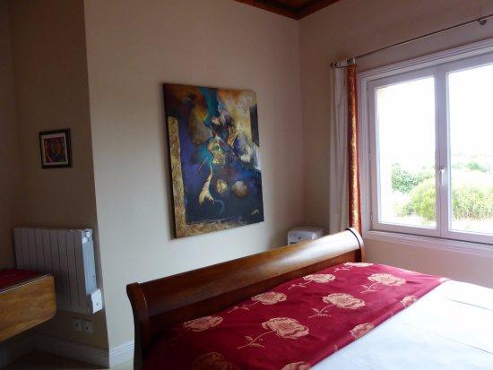 Вильмустоссу, Франция: My bedroom with just one of their wonderful art works