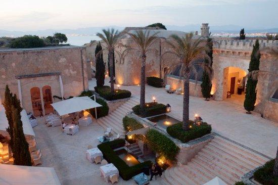 Cala Blava, İspanya: Courtyard