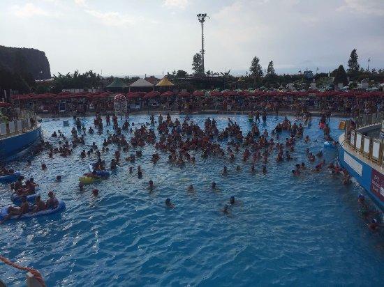 Praia A Mare, إيطاليا: onde ... balli e spruzzi!!!