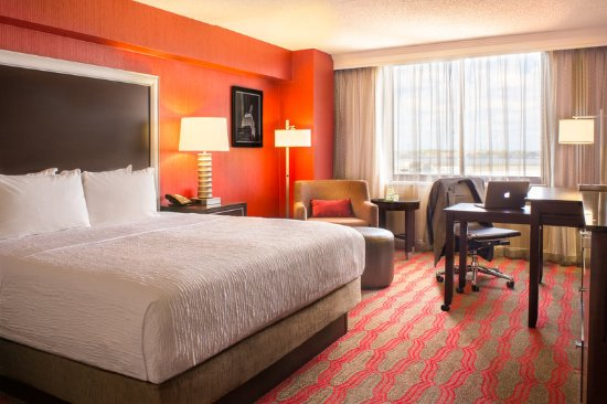 East Elmhurst, NY: Premium King Room at LaGuardia Plaza Hotel, NY