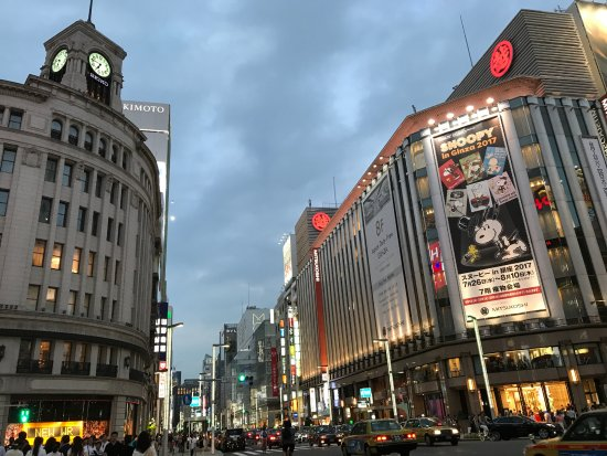 Ginza, Япония: Wako building with a clock tower. See people crossing the street.