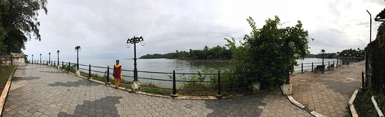 Nice park with a long walk way along the river meeting the sea