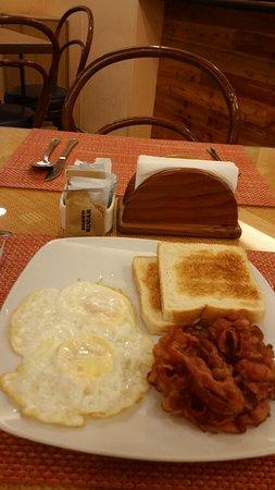 Nichols Airport Hotel: breakfast + coffee 325 p