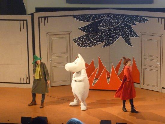 Западная Финляндия, Финляндия: 野外演劇場でのムーミン劇。約20分間の劇です。