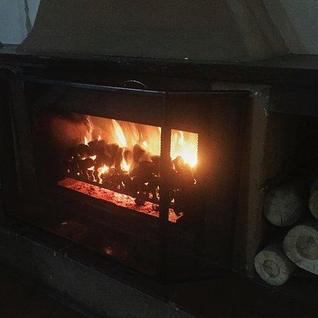 Magaliesburg, Sudáfrica: Our fire roaring away.
