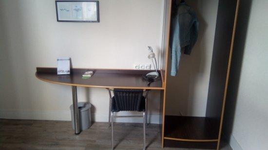 hotel de la vendee la roche sur yon frankrike omd men. Black Bedroom Furniture Sets. Home Design Ideas