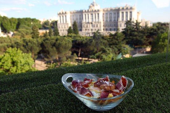 Apartosuites jardines de sabatini madrid spanien for Hotel jardines sabatini