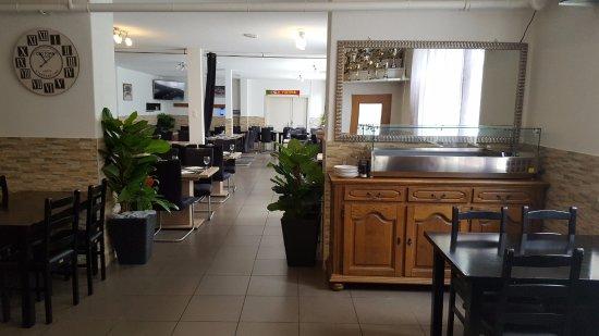 Moutier, Switzerland: Aspecto da sala de jantar