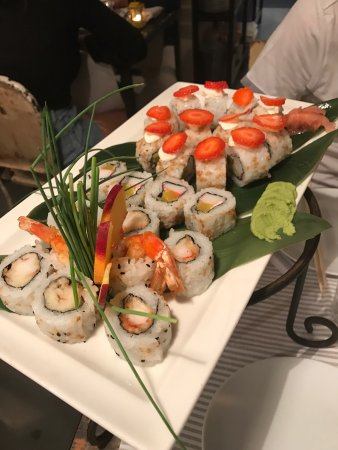 Catalina Sushibar: Strawberry rolls