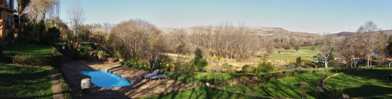 Magaliesburg, Sudáfrica: A full panorama of the view from the outdoor seating area.