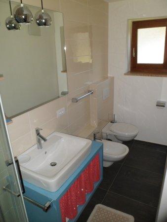 secondo bagno - Picture of Hotel Frida, Province of Trento ...