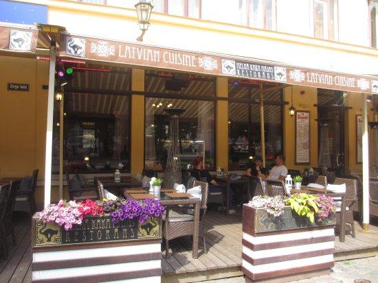 Cat House: латышские блюда на летней вераде