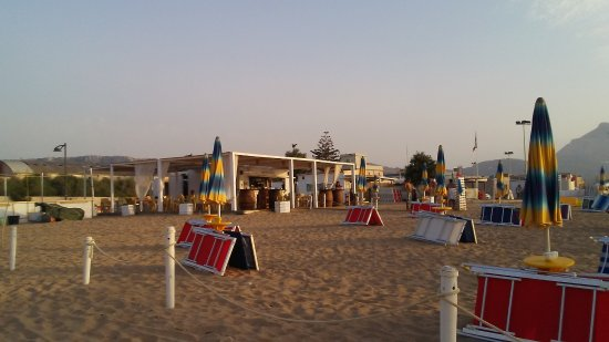 Valderice, Italy: spiaggia e bar