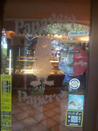 Nicolosi, Italy: eleganza negli arredi e anche nella vetrina