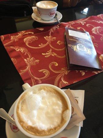 Roland Cafe & Restaurant: photo0.jpg