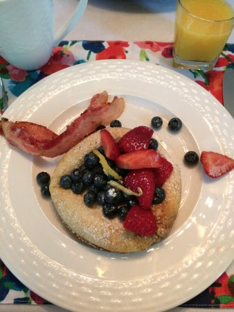 Arbor Bed and Breakfast: a delicious home-made breakfast by Julie. Yummy !!