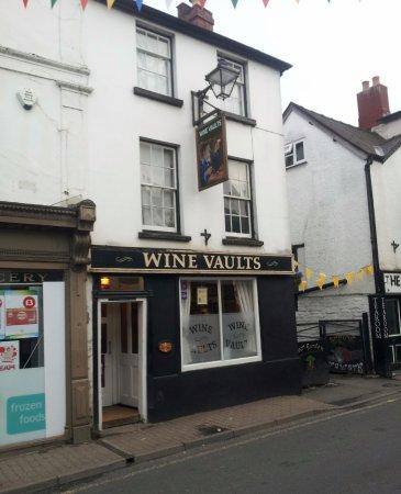Kington, UK: Front View of Pub