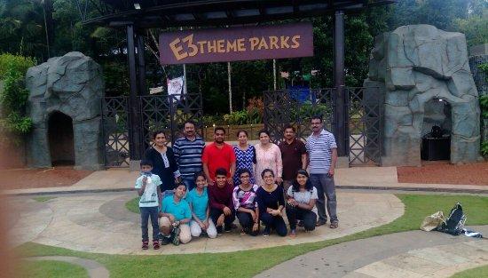Vellamunda, Indien: Our family @E3 Theme Park