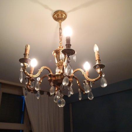 Residence des Bains : Pas de petites économies. Seulement une ampoule sur deux.