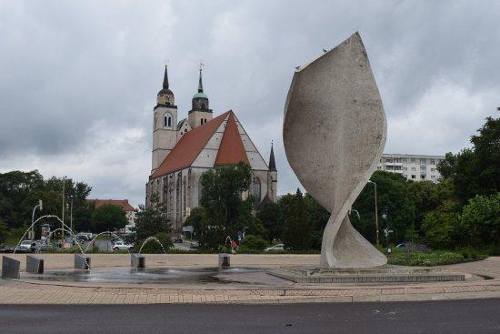 Magdeburg, Germania: Пламя и вода