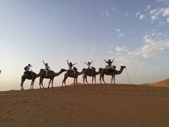 Authentic Travel Maroc - Private Day Tours : tramonto sui dromedari