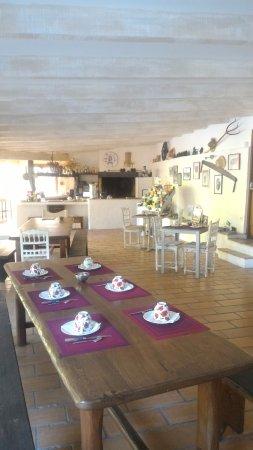 Sauve, France: Salle du petit déjeuner mais possibilité de manger en terrasse