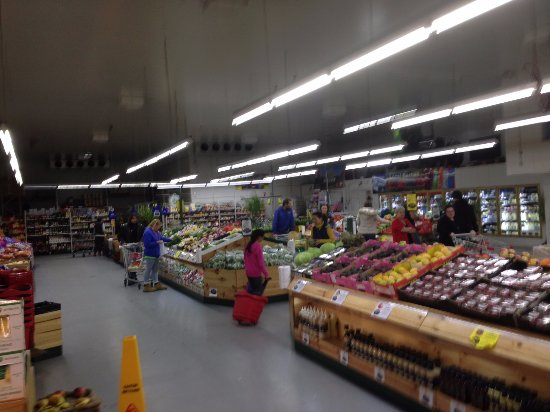 Wodonga, Australia: Inside Arnold's Fruit Shop