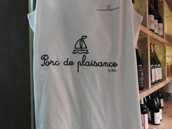 Murat-sur-Vebre, Francja: ....et le tee shirt de circonstance .