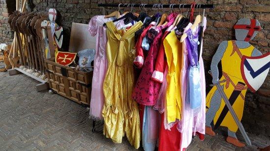 Santpoort-Noord, Niederlande: Verkleedkleren voor onze jonge bezoekers/Dress ups for our young visitors