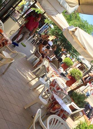 Principina a Mare, Italia: Bar Gelateria Polypus