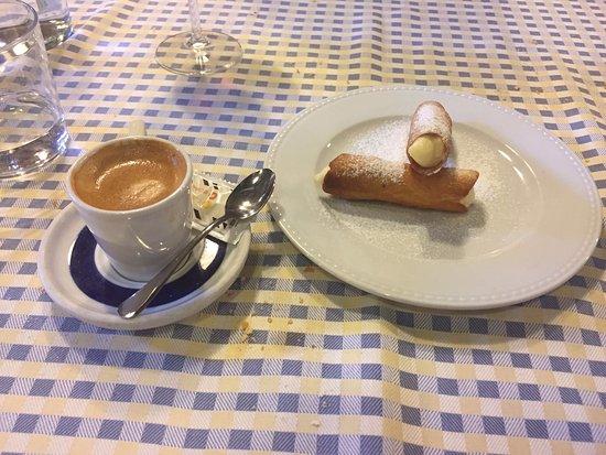 Tirgo, Espanha: Cafe-Postre (canutillos)