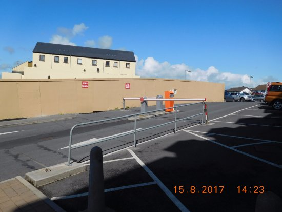 Lahinch Golf & Leisure Hotel: Car Park Exit