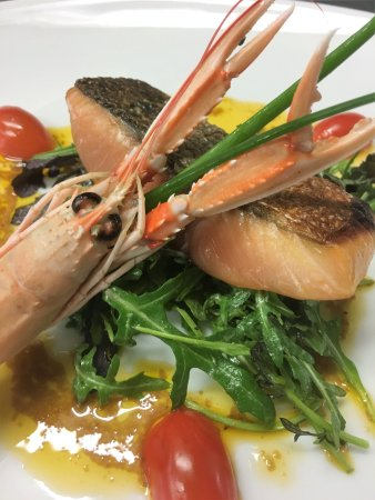 Riom, Frankrijk: Saumon mi-cuit au coulis d'écrevisses