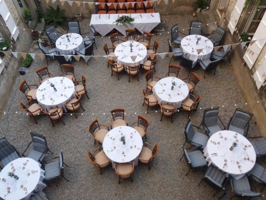 Mirepoix, France: Au cour pour une evenement privé