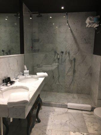 Sdb - Picture of Aqua Palace Hotel, Venice - TripAdvisor
