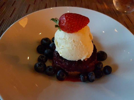 Paradise Valley, AZ: Mixed berry crisp with Ice cream
