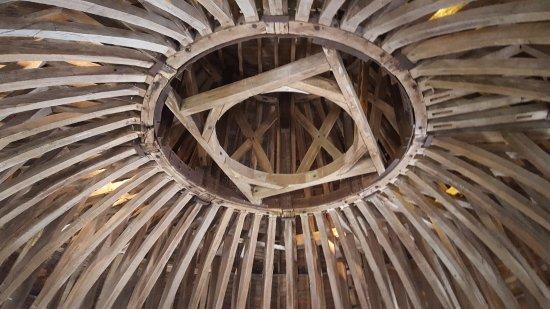Hautefort, France: Charpente d'une des tours.