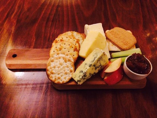 Wetton, UK: Hartington cheese board, 3 local cheeses, homemade real ale chutney and a selection of crackers.