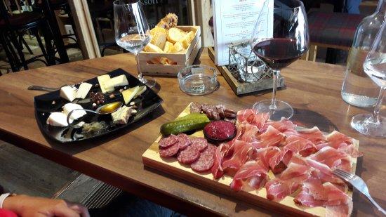 Vinoteque La Cercia: Tagliere di affettati e tagliere di formaggi