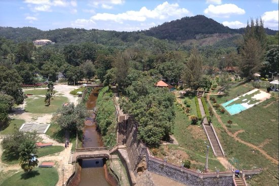 Neyyar Wild Life Sanctuary: Dam - the other side