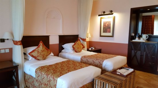 Lake Victoria Serena Golf Resort & Spa: Twin room