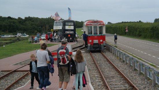 Ouddorp, The Netherlands: Umsetzen des Triebwagens an der Endstation
