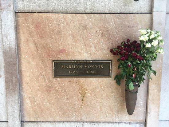 Pierce Brothers Westwood Village Memorial Park : photo5.jpg