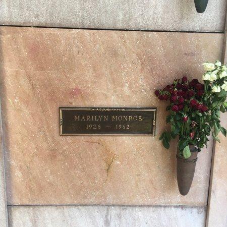 Pierce Brothers Westwood Village Memorial Park : photo7.jpg
