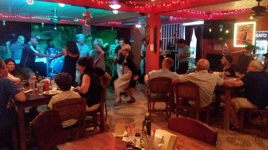 Restaurante Smiley's: Friday night live music & dancing